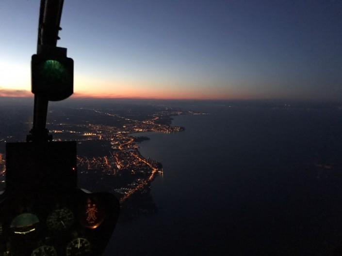 R44 Flug in der Nacht