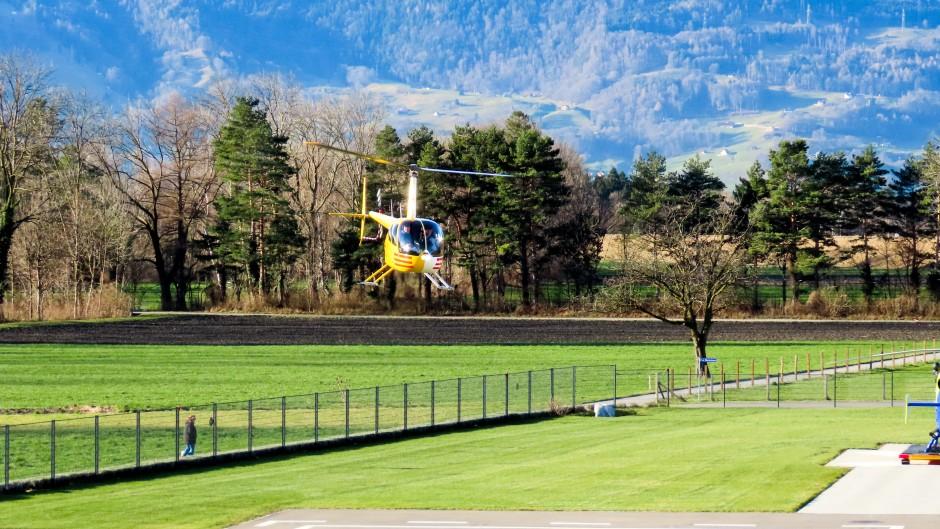 R44 im Anflug auf Balzers